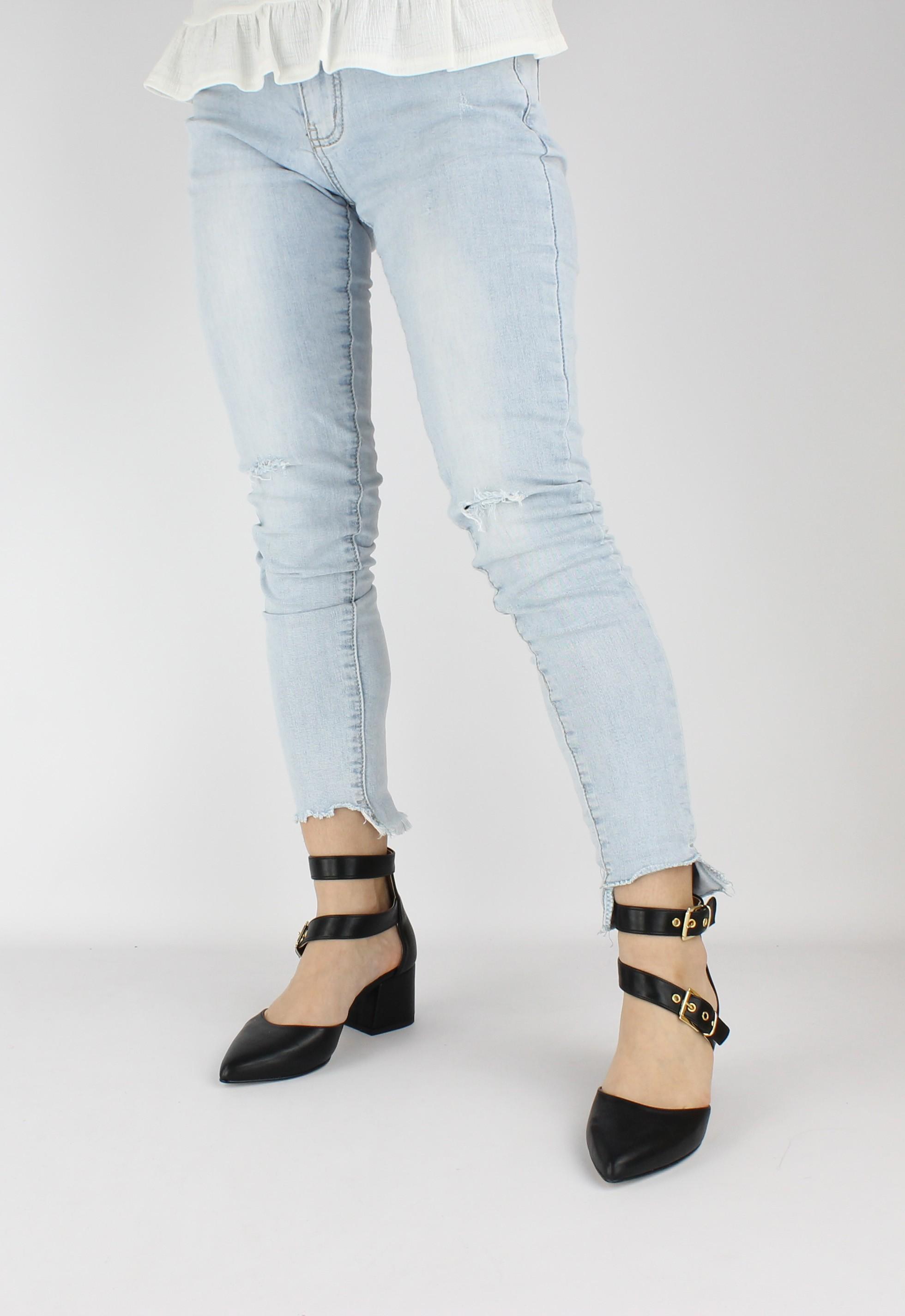 scarpe vegan donna tacco nero indossato punta